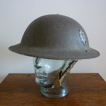 British WWII Worcestershire Regiment steel helmet. - Military and Wartime
