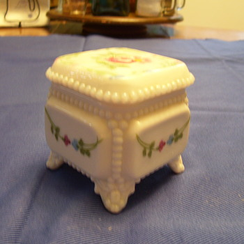 "Fenton ""ring"" box - Art Glass"