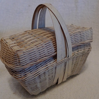 Minature Straw Basket with Lid ~ maybe New England - Sewing