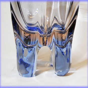 Skrdlovice - Frantisek Zemek ( 5593 ) 4-legged art glass vase