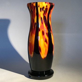 Welz vase - Orange/yellow spatter with black pulls