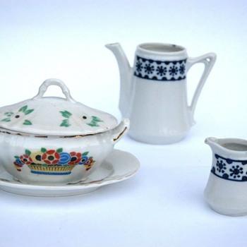 partie de dinette en porcelaine vers 1920