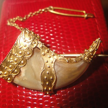 Stunning beautiful antique 24ct  tigers claw brooch - Fine Jewelry