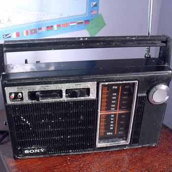 Sony FM/AM Radio. Model TFM 7070. - Radios