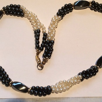 Hematite and pearl necklace - Costume Jewelry
