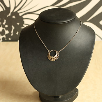 Silver victorian crescent moon necklace