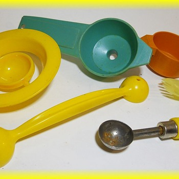 Some old PLASTIC Kitchen Utensils....