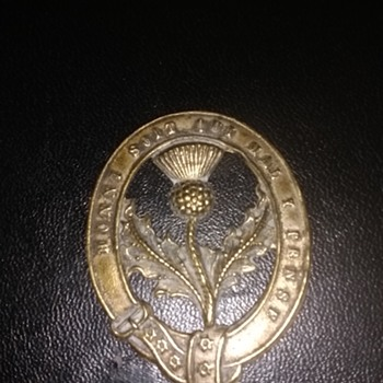 Honi soit qui mal y pense this is the motto in latin for the order of The Garter and its marked on this brass badge