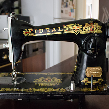 IDEAL sewing machine - Sewing
