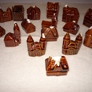 Hull Minature Alpine Village 16 Pieces Brown Drip Glaze