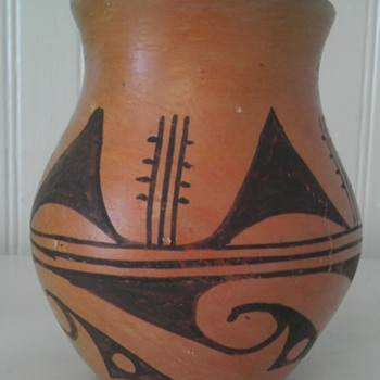Hopi Hano black on yellow/ 1920-1940 Native american vase