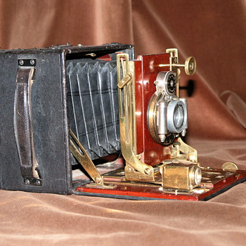 Thornton-Pickard.| New Folding Ruby No. 2.| 1908.| English Hand and Stand Field Camera.| Quarter Plate.| - Cameras