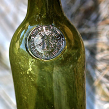 ~~~ Pontil Wine Bottle with a Seal ~~~ - Bottles