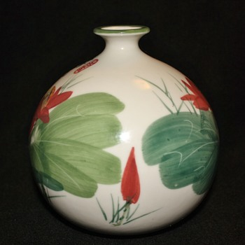 Chinese vase with onion neck