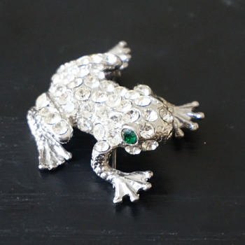 Rhinestone Frog Brooch - Costume Jewelry