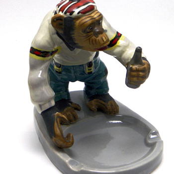 Drinking Chimpanzee Ashtray - Tobacciana