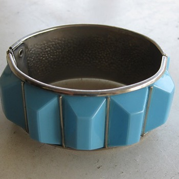Sky blue thermoset plastic clamper from 60's-70's - Costume Jewelry