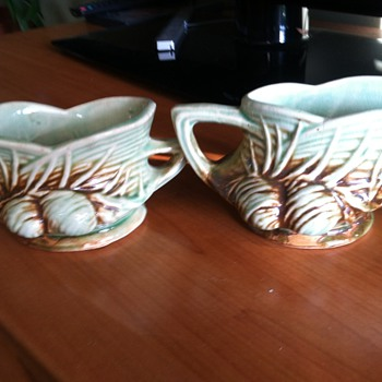 McCoy pine cone creamer and sugar bowl 1940&#039;s