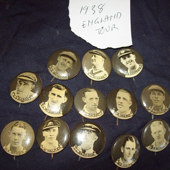 Don Bradman badges - Advertising