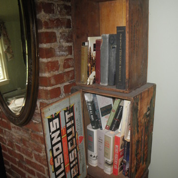 Biscuit box bookshelf