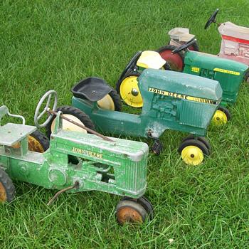 Pedal tractors - Model Cars
