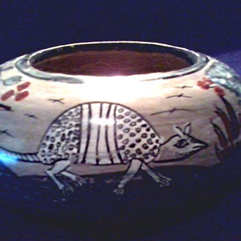 "Mexican Pottery 6 1/2"" Seed Bowl / Armadillo With Flower and Fern Design /Signed ""Mateos"" Mexico/ Circa 19?? - Art Pottery"
