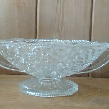 Lovely large glass bowl but I can't find who made it ?