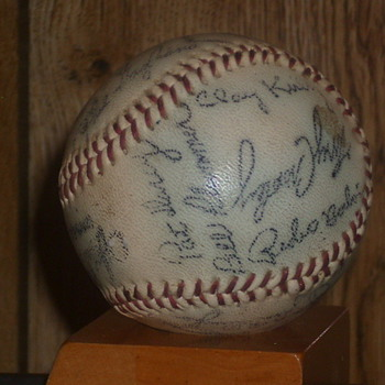 1970&#039;s Cinninati Reds autographed baseball - Baseball