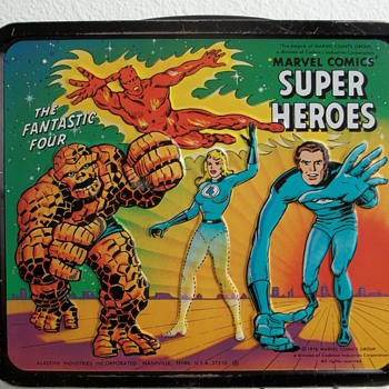 1976 Marvel Comics, Super heroes lunch box with bottle. - Kitchen