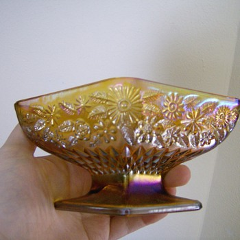 Diamond dish for what? pattern? color name? - Glassware
