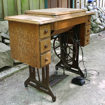 Singer Treadle Sewing Machine (1919)