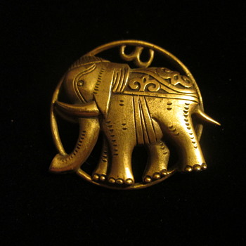 The mystery of the V&A elephant brooch