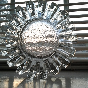 "glass ""cog"" ashtray"