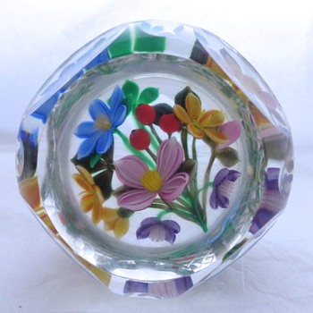 1993F 3_D Bouquet Perthshire Paperweight - Art Glass