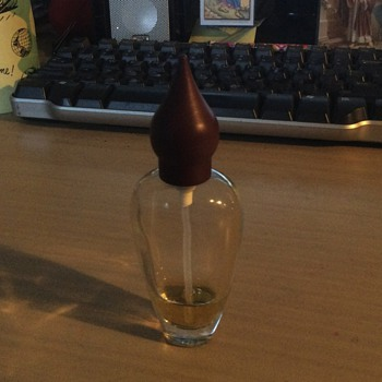 Can anyone identify this bottle of  Eau de Parfum? - Bottles