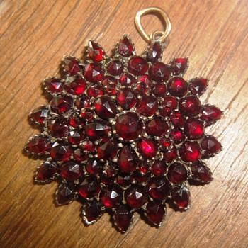 Garnet Star pendant - Fine Jewelry