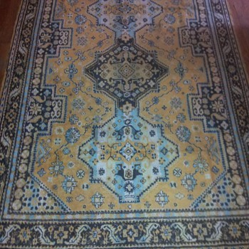 not sure what  origin of rug this is but bought it years ago in kentucky at a antique store for 10 dollars
