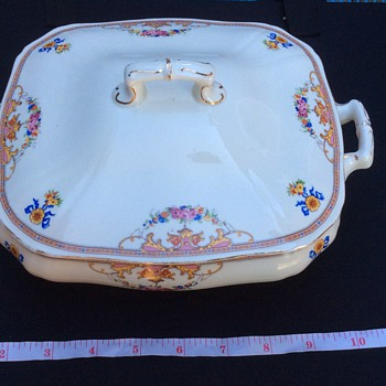 Antique taureen - China and Dinnerware