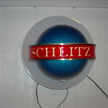 Schlitz beer globe and Pabst blue ribbon beer light