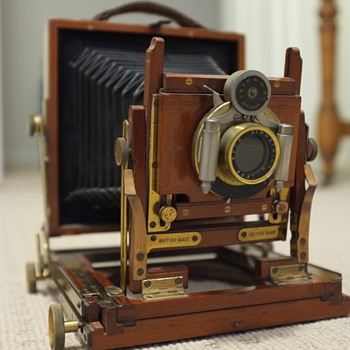 Old wooden camera need help with size and identification.
