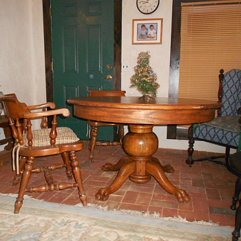 Oak pedestal table - Furniture