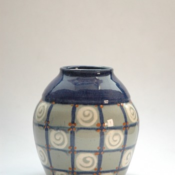 smalll art deco elchinger pottery vase-)
