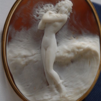 Wonderful cameo of girl in the ocean - Victorian Era