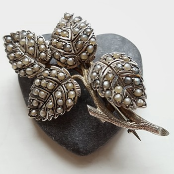 Antique tussie mussie brooch, silver and half pearls naturalistic branch. - Fine Jewelry
