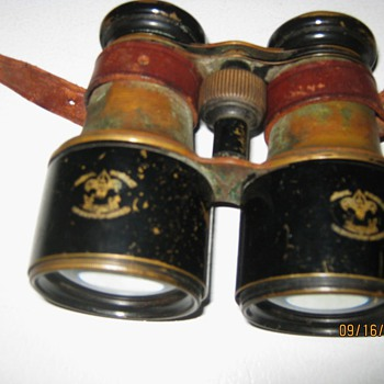 Coca Cola Ladies and 1910-1930 boy scout eagle binoculars - Coca-Cola