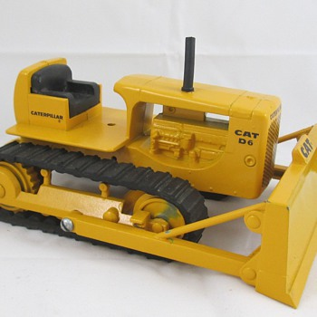 Caterpillar D-6 Dozer - Toys