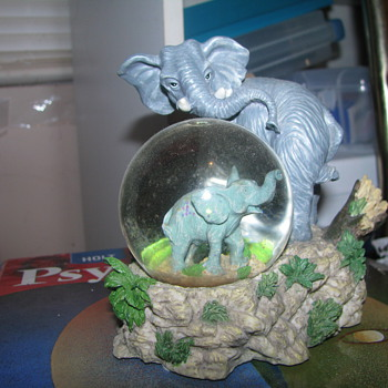 Elephant snow globe - Animals