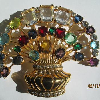 Eisenberg massive brooch