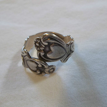 VINTAGE AVON STERLING SILVER TREASURED HEART SPOON RING / MARKED