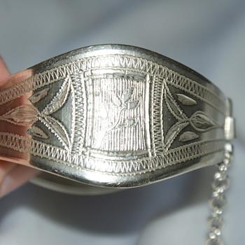 Handmade Engraved Hinged Bracelet